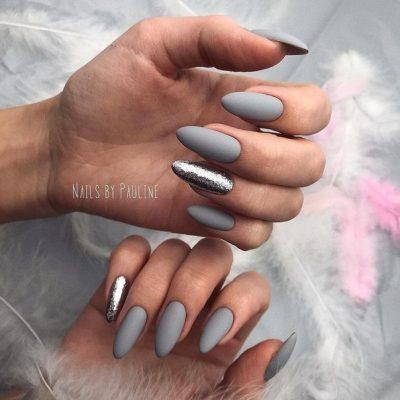 Серый маникюр с блестками