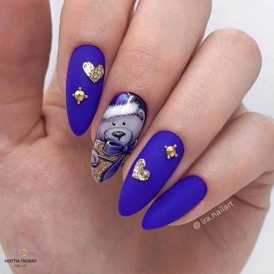 Матовый голубой маникюр на зиму