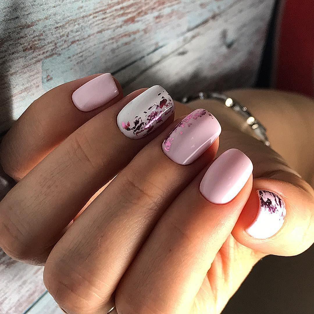 Розовый светлый маникюр
