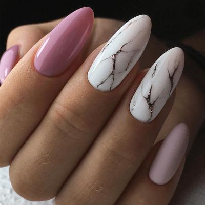 Мраморный розовый маникюр