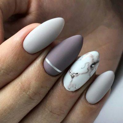 Мраморный серый маникюр