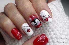 Красный с белым новогодний маникюр