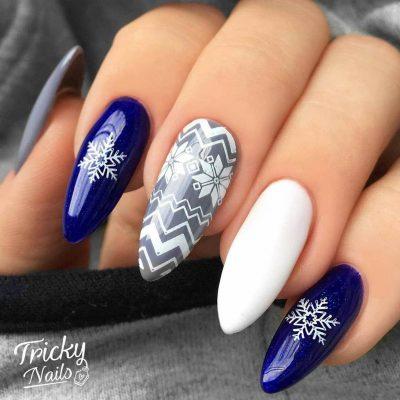 Синий зимний маникюр