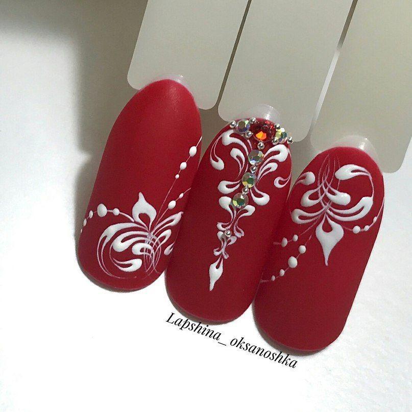Красный матовый дизайн на макетах к новому году