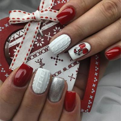 Красно белый маникюр на новый год