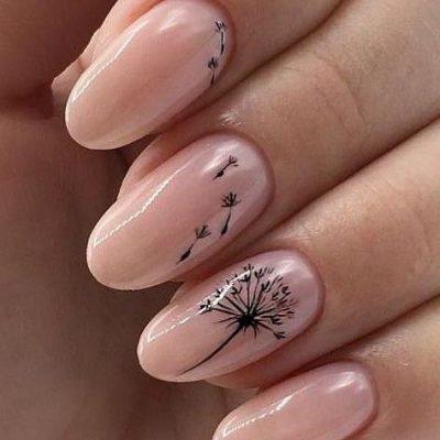 Розовый нежный маникюр с одуванчиком