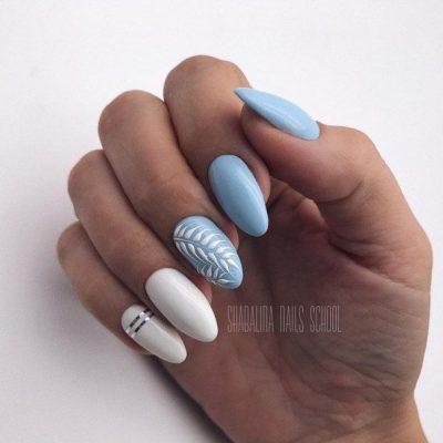Голубой маникюр с белым