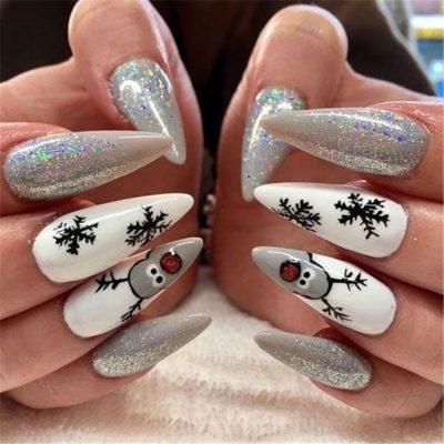 Белый с серебром маникюр на новый год