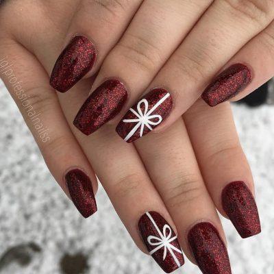 Бордовый зимний маникюр
