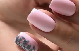 Идеи розового маникюра на ногти средней длины