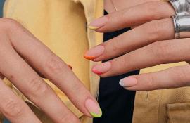 Цветной французский маникюр — хит лета 2020
