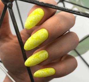 Солнечные желтые оттенки для ногтей, которые вы захотите попробовать!