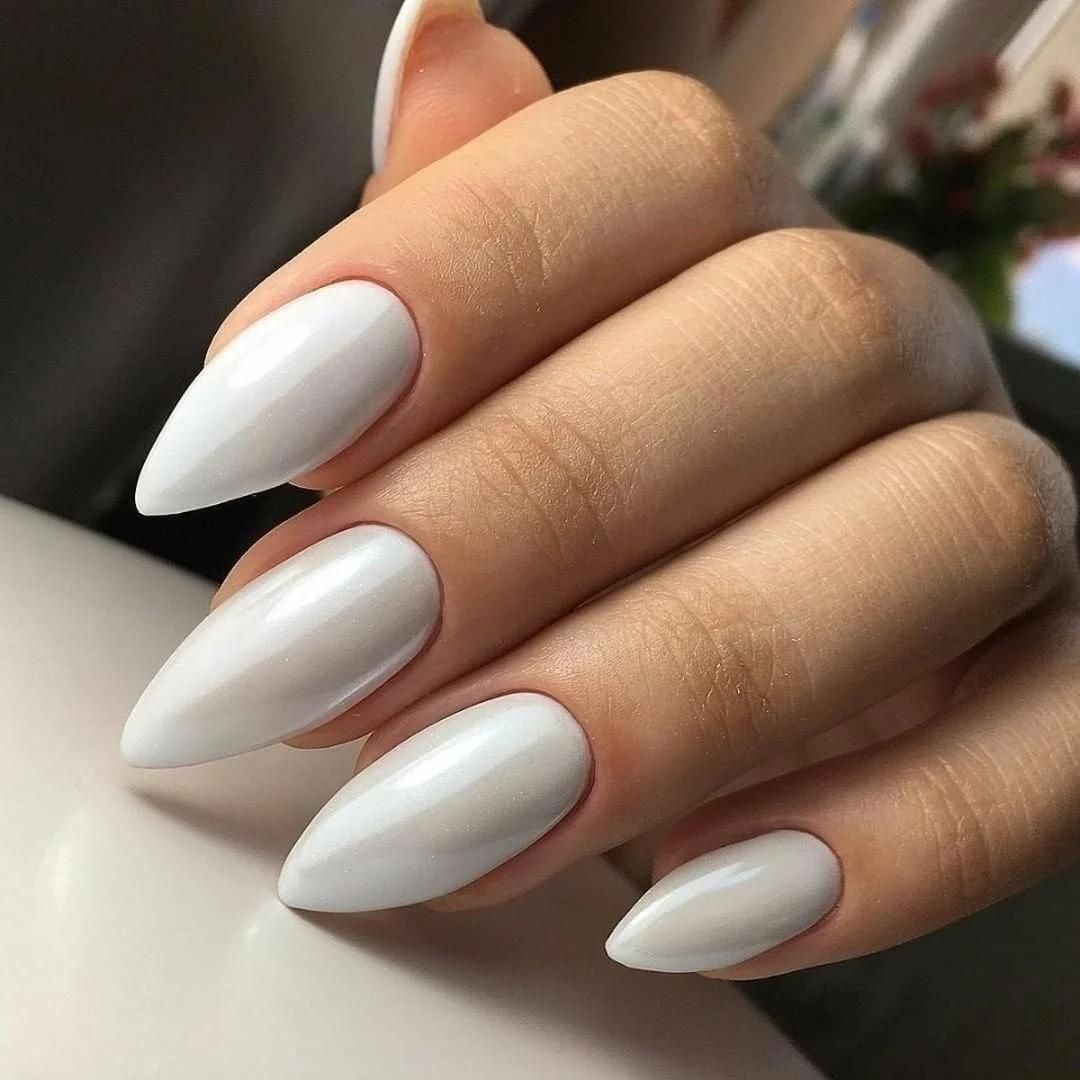 Маникюр на миндальную форму ногтей