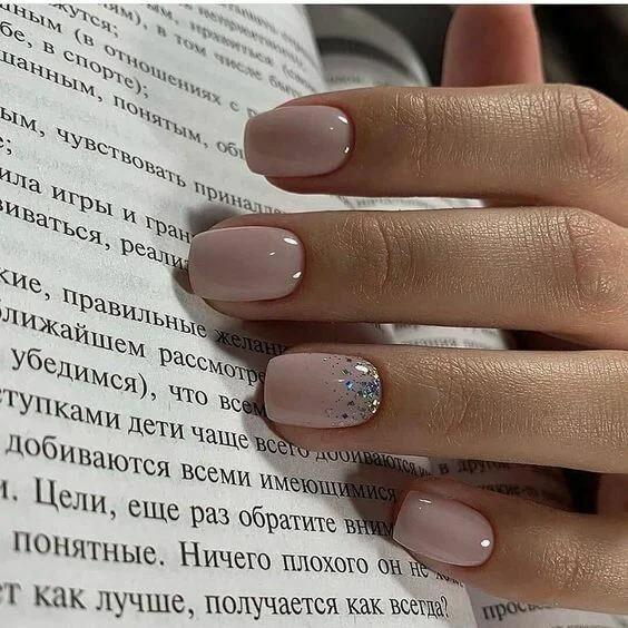 Оттенки бежевого на ногтях: 10 красивых идей