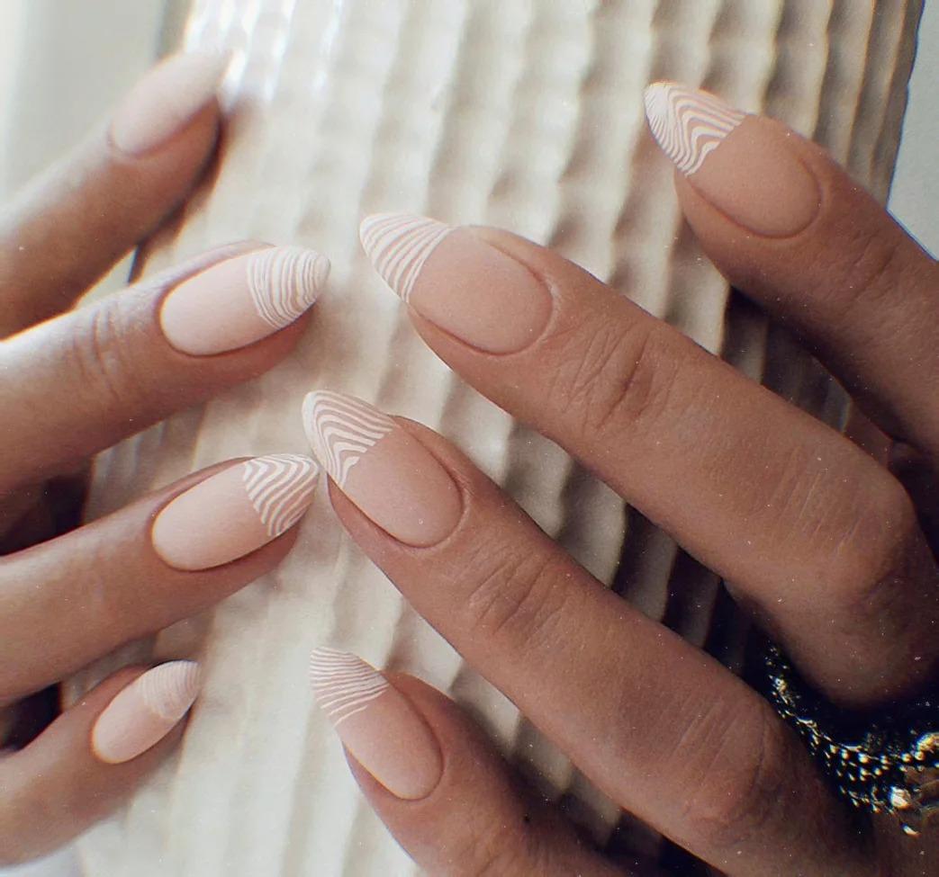 Женщины с хорошим вкусом и чувством стиля выбирают только минимализм: лучшие идеи маникюра 2020-2021