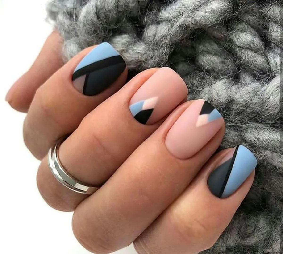 Модный минимализм: 15 стильных идей маникюра на осень