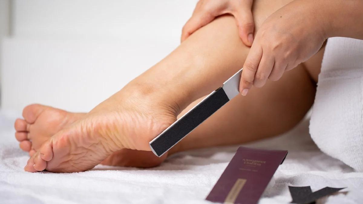 Домашний педикюр с салонным эффектом: как сделать ножки ухоженными за 40 минут