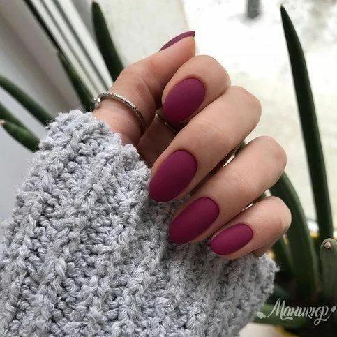 Стильная однотонка на ногтях 2020