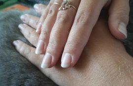 В салоне отказались делать маникюр, потому что у меня натуральные ногти. Оказывается, мастеру маникюра это невыгодно
