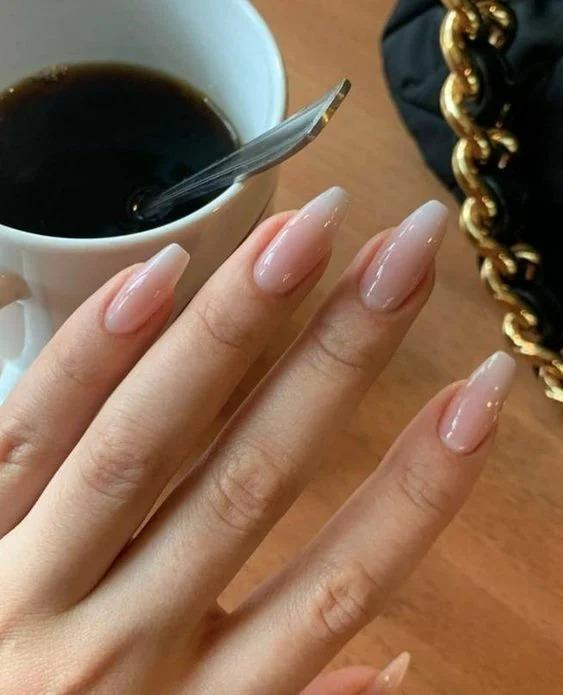 Беби Бумер-замена классическому френчу. Варианты исполнения самого женственного дизайна ногтей.