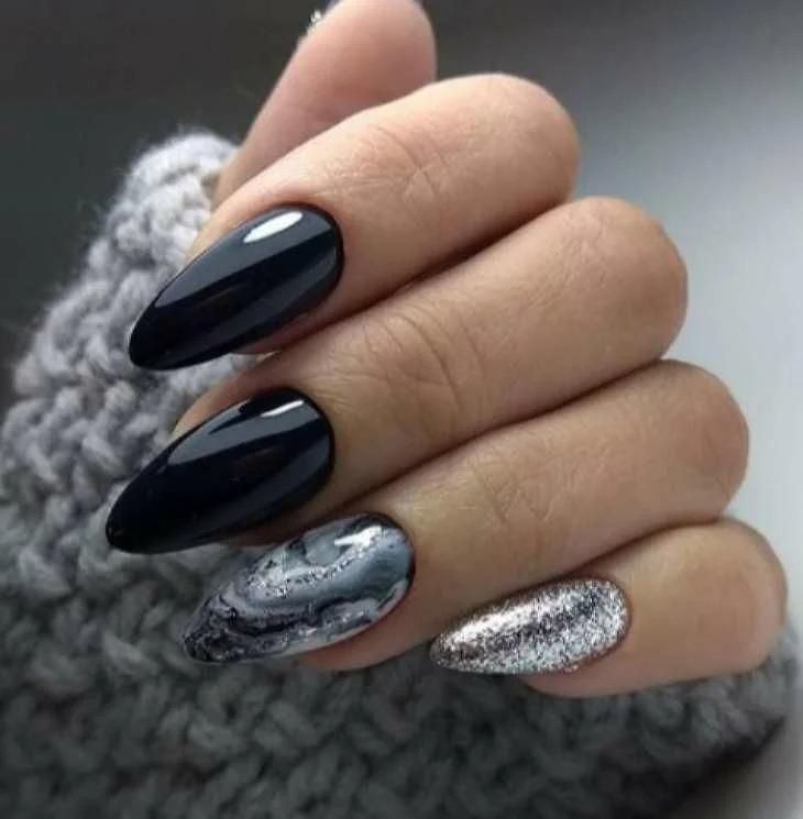 Блеск и глянец: самые модные тенденции зимнего маникюра