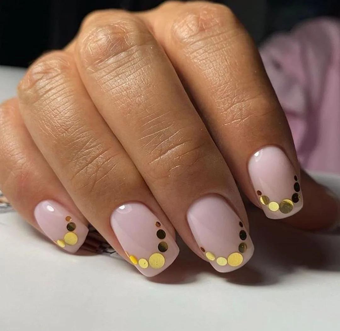 Модный маникюр: Яркие дизайны, идеи ногтей, броские оттенки, подборка фото.