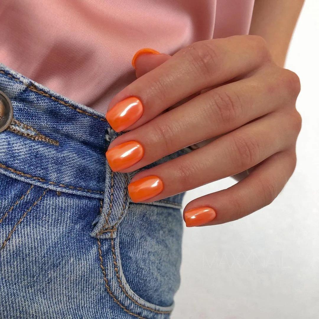 Модный антивозрастной маникюр: 5 оттенков лака, которые вернут молодость вашим рукам