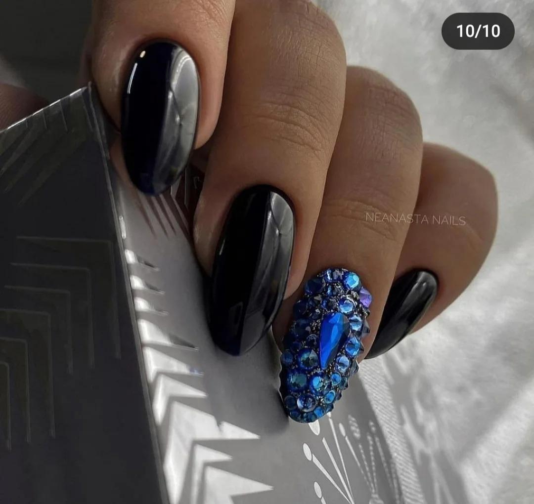 Тёмный маникюр: Яркий дизайн, глубокие, сочные цвета, идеи ногтей, гельлака, подборка фото.