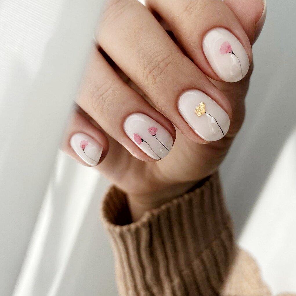 Летний маникюр в стиле минимализм: лучшие идеи утонченного дизайна ногтей в модных светлых оттенках