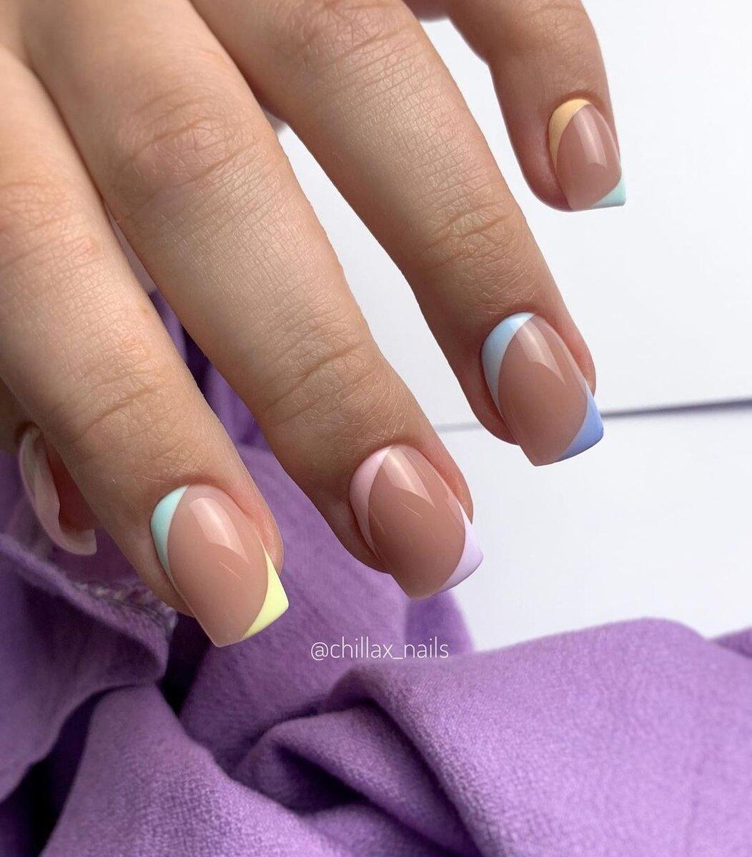 Френч лето 2021: дизайны ногтей, модные идеи на июнь, стильные оттенки, разные техники, фото.