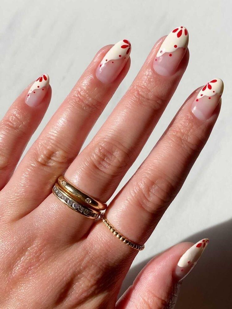 Как разнообразить нюдовую базу на ногтях? 20 идей для твоего маникюра