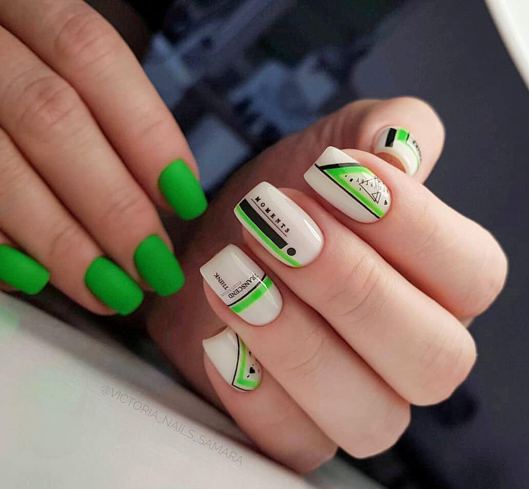 Фото – подборка красивых идей маникюра в зеленом цвете.