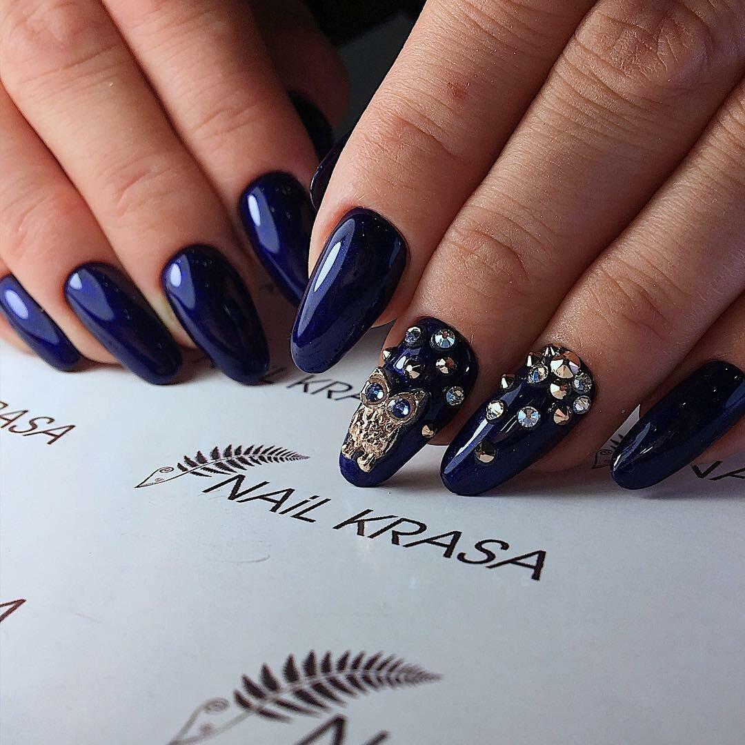 7 великолепных синих дизайнов ногтей