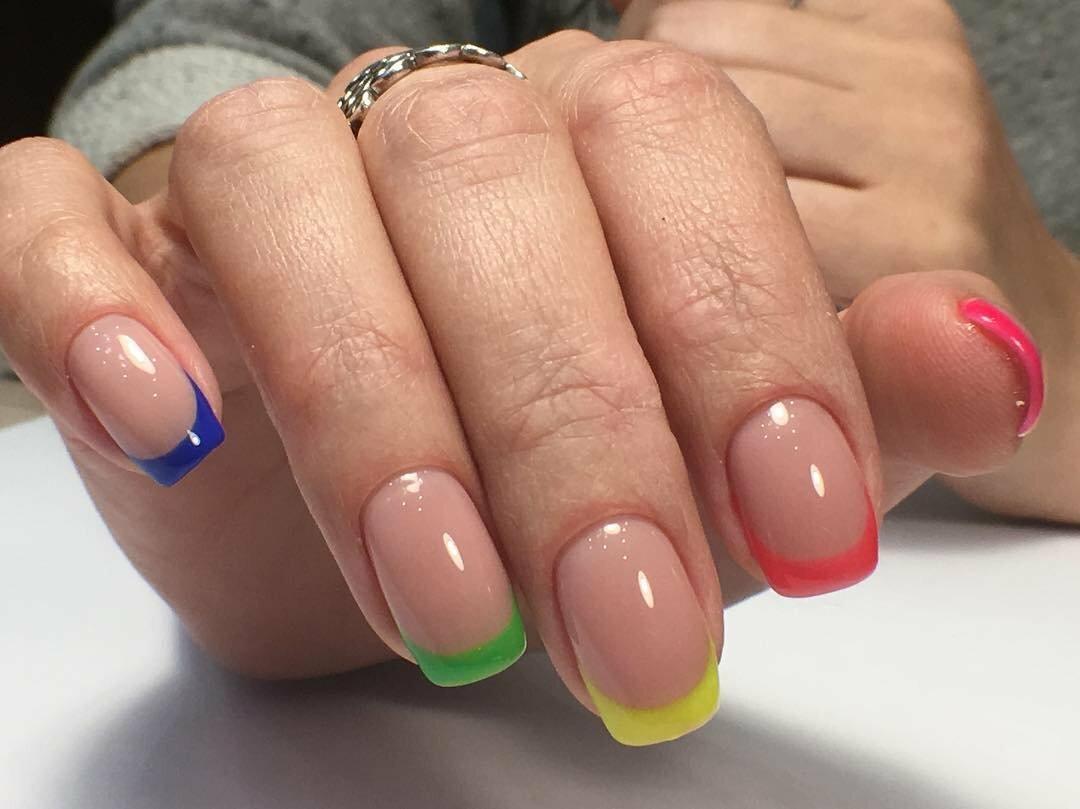 Квадратная форма: летние дизайны, которые украсят ваши ногти