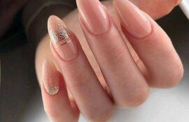 Топ-10 дизайнов ногтей для любителей нюдового