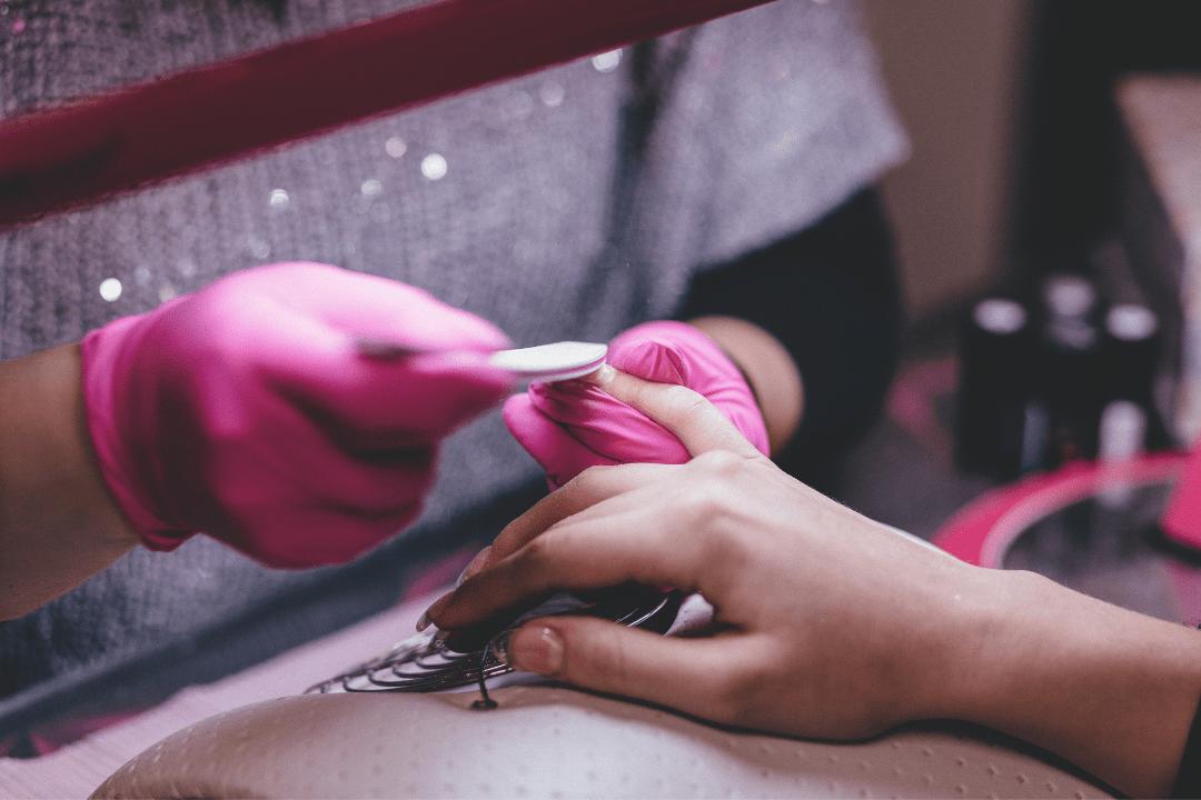 Как наработать клиентскую базу мастеру маникюра — рабочие варианты раскрутки